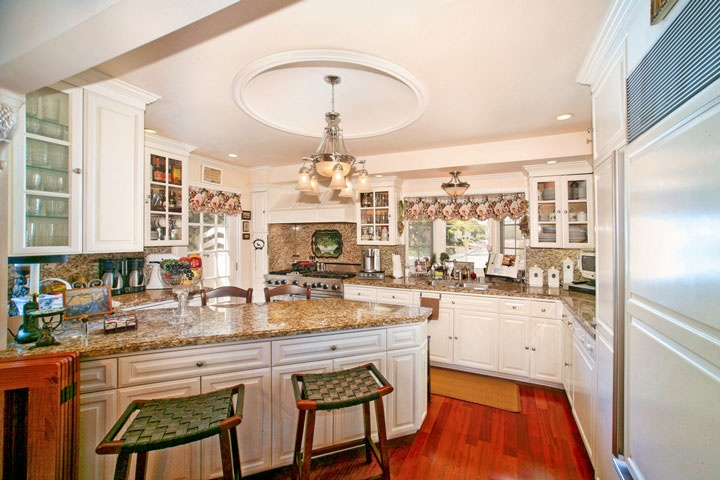 View of Kitchen at 2825 La Ventana, San Clemente, CA 92672