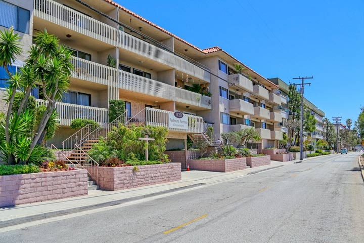 Appletree Condos For Sale in Hermosa Beach, California