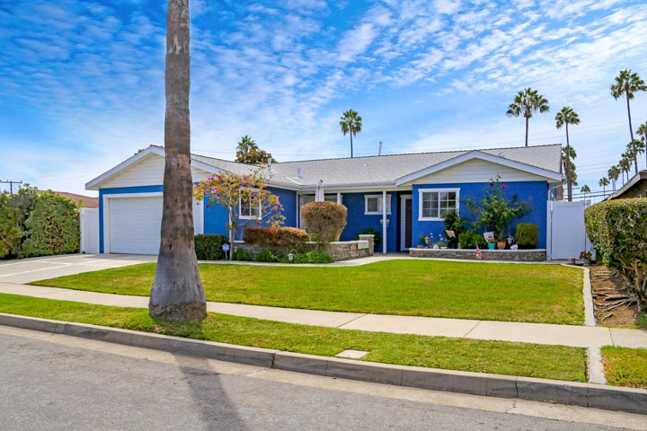 Belmeadow Community Homes For Sale In Huntington Beach, CA