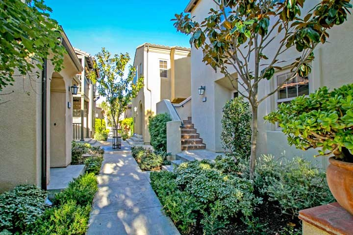 Bowen Court Community In Irvine, California