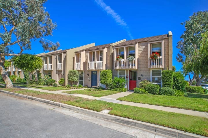 Christiana Bay Community Homes In Huntington Beach, CA