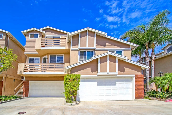 Holly Street Townhomes For Sale In Huntington Beach, CA