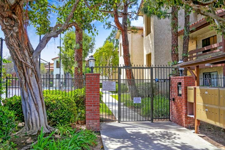 Newman Terrace Community Condos For Sale In Huntington Beach, CA