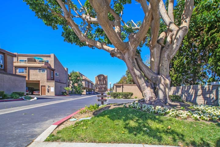 Sea Harbour Community Condos For Sale In Huntington Beach, CA