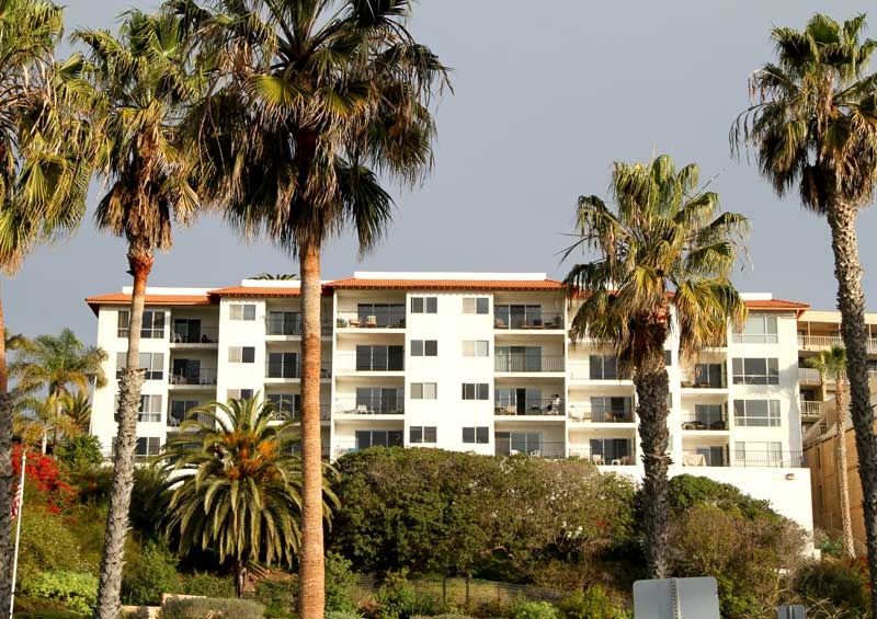 Villa Grande ocean view condos have great views of the San Clemente Pier and the San Clemente Coastline.  A Smaller community with 4 floors of condos all with wonderful views of the San Clemente Pier and Ocean Views.