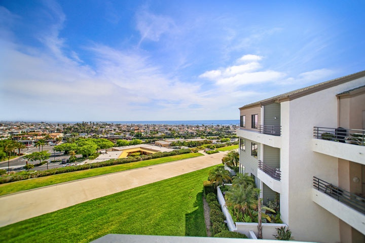 Villa Balboa Newport Beach Condos For Sale in Newport Beach, California