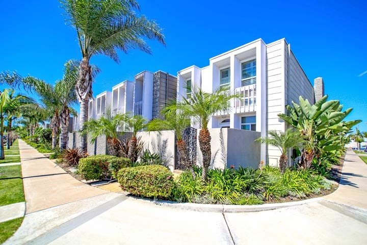 Weatherly Bay Community Condos For Sale In Huntington Beach, CA