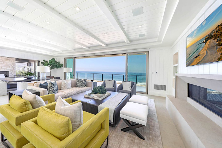 39 Strand Beach Living Room