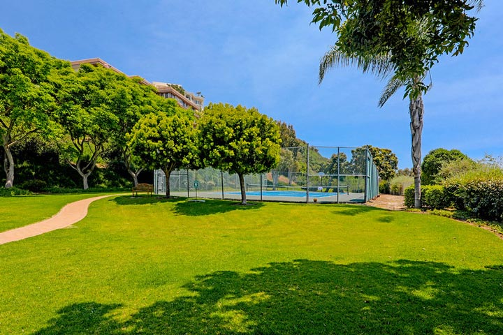 Seaview Townhomes Community Tennis Court