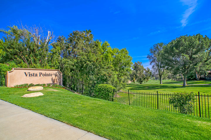 Calabasas golf course view homes beach cities real estate for Homes for sale in calabasas gated community