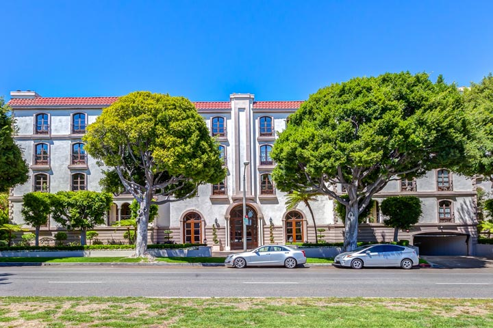 La Faubourg St. Germaine Condos For Sale At 9249 Burton Way in Beverly Hills, California