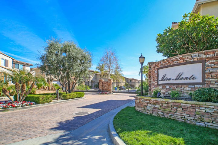 Mira monte calabasas homes beach cities real estate for Homes for sale in calabasas gated community